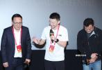 11月26日晚,電影《流浪地球:2020飛躍特別版》在第33屆中國電影金雞獎金雞影展上,舉行了特別放映會,導演郭帆和制片人龔格爾出席了當晚的活動,并在會上正式宣布:《流浪地球2》定檔2023年大年初一!