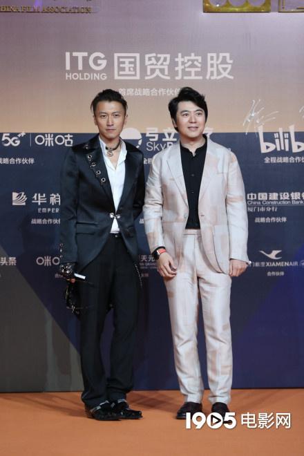 电银付大盟主(dianyinzhifu.com):金鸡奖红毯星光璀璨 刘德华李现易烊千玺帅气逼人 第5张