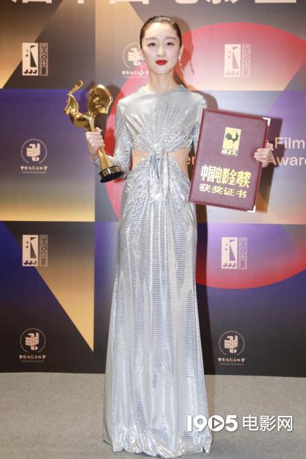 币游:周冬雨获金鸡奖最佳女主 成90后首位大满贯女演员 第1张