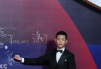 """11月28日晚,第33届中国电影金鸡奖闭幕红毯及颁奖典礼在鹭岛厦门举行,现场星光熠熠,电影人齐聚一堂,共襄盛举。当天,张译与新任""""谋女郎""""刘浩存携手亮相。"""