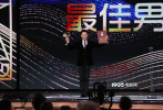 """没有一个冬天不可逾越,没有一个春天不会到来。11月28日晚,第33届中国电影金鸡奖闭幕式暨颁奖典礼在厦门举行。在这个不平凡的2020年,金鸡奖让我们再次相聚,与电影人在""""在一起"""",与观众""""在一起"""",与电影""""在一起""""。"""