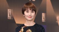 袁泉凭《中国机长》获最佳女配角 三次获此殊荣