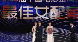 袁泉《中国机长》摘金鸡女配 成三获该荣誉第一人