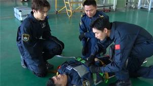 独家探访海上救援队!王彦霖带您体验救捞队员日常训练