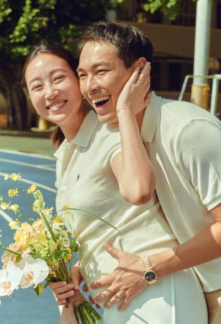 杨祐宁晒女儿小脸照官宣爱妻生女 9月刚宣布婚讯 第1张