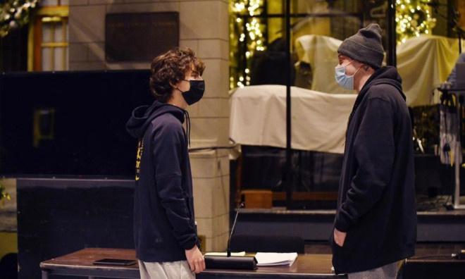 甜茶现身彩排《SNL》与粉丝合照 主持首秀引期待 第5张