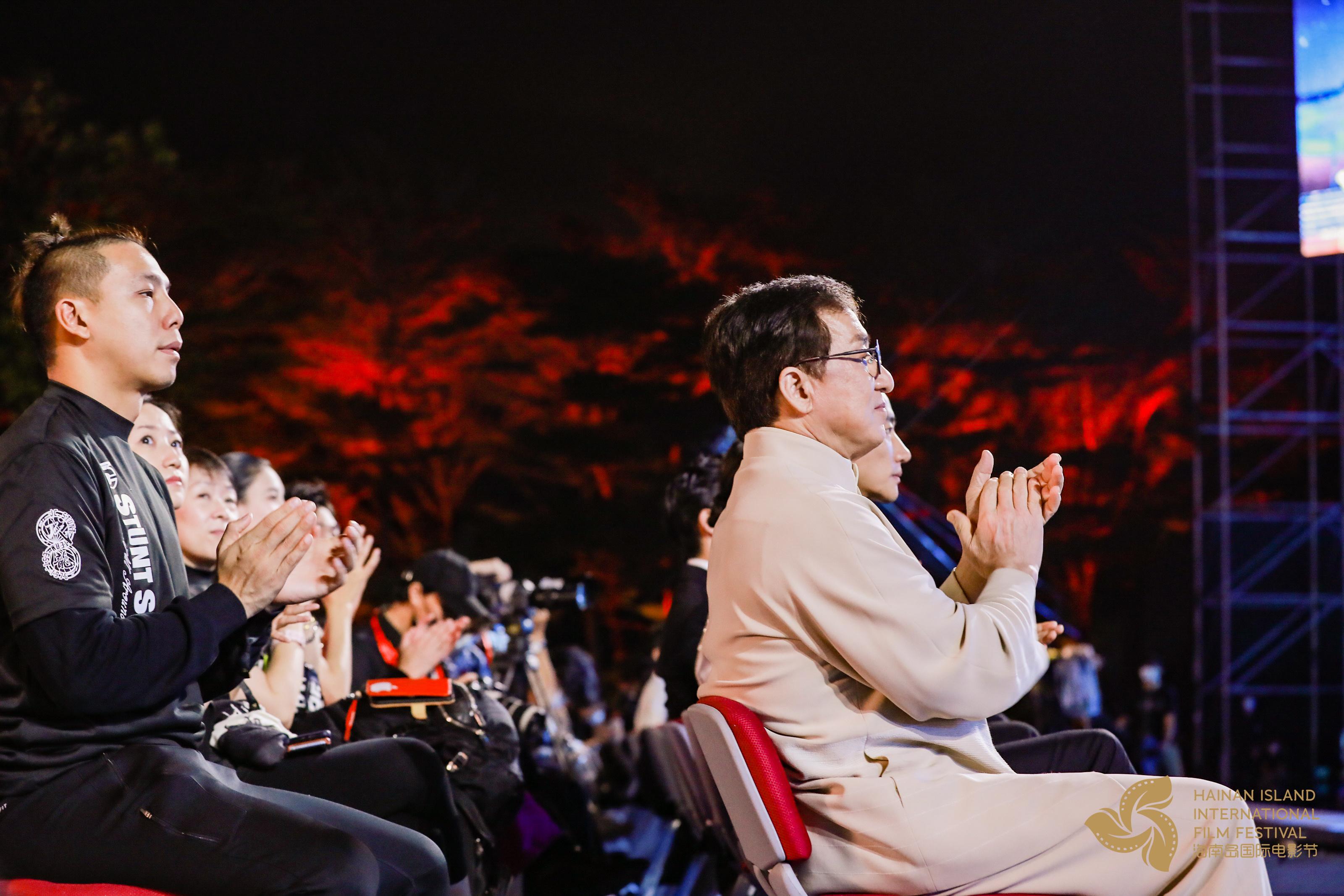 李克勤《红日》唱响海南岛电影节 成龙台下合唱 第2张