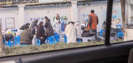 辟谣!武汉一小区紧急隔离是在拍《中国