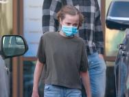 迷你版朱莉!12歲薇薇安一頭金發顏值高腿長矚目