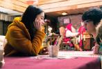 """12月23日,由劉開珞擔任總制片人,周楠執導,Angelababy、李鴻其領銜主演的浪漫愛情電影《明天你是否依然愛我》發布""""極光許愿""""特別短片、全新極光主題海報和全新劇照。"""
