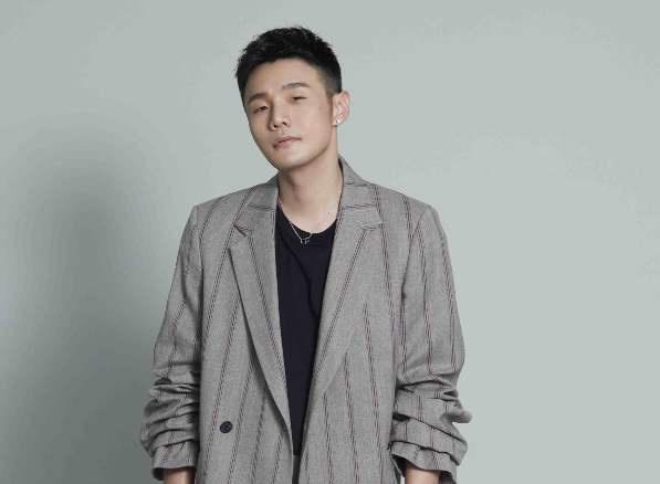 李荣浩写小作文吐槽物业 网友:求生欲满满