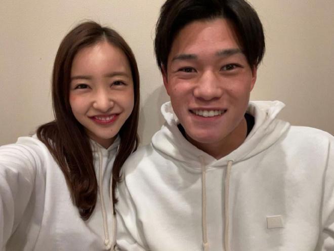 usdt充值接口(www.caibao.it):板野友美与棒球选手高桥奎二娶亲 二人来往一年半