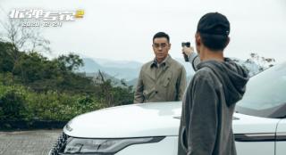 《拆弹专家2》曝粤语片段 刘德华刘青云举枪对峙