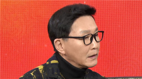 """《没有过不去的年》融媒体首映直播 吴刚送""""妈妈""""吴彦姝围巾"""