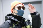 张丹峰离婚风波后独自现身上海 穿扎染外套变潮男