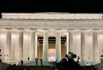 """1月21日,""""水果姐""""凱蒂·佩里和奧蘭多·布魯姆分別在個人社交賬號曬出,出席美國總統就職儀式慶祝晚會的幕后照和紀念照。水果姐穿著表演時的白裙盡顯優雅,未婚夫奧蘭多·布魯姆也身穿一身黑色西裝陪伴在側。"""