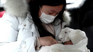 《武汉日夜》发布李青儿特辑 产妇独自隔离生产终见丈夫女儿