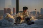 王俊凱冬日暖陽大片曝光 與清俊少年一起逐光前行