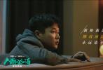2月14日,电影《人潮汹涌》发布回忆推广曲《我和我追逐的梦》MV,由主演刘德华深情献唱,展现了影片中刘德华和万茜极具现实意义的温暖爱情故事。
