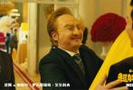 """2月19日,由宋阳执导,艾伦、沈腾主演的电影《超能一家人》曝光一支15s预告,正式宣布定档2022大年初一。《羞羞的铁拳》导演宋阳,与艾伦、沈腾再度联手拍喜剧,让人对电影充满期待。值得一提的是,这是开心麻花电影首次进军春节档,这部与""""家人""""有关的超级喜剧,也由内而外契合着过年的合家欢氛围。"""