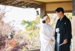 """2月22日,板野友美通过个人社交账号晒出和丈夫高桥奎二的结婚照,并在博文中透露,""""一生想穿一次白无垢礼服"""",所以在正式举行婚礼前,和丈夫提前进行了写真拍摄,她还在博文中感谢了一直守护自己的粉丝。"""