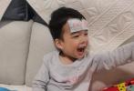 """2月22日,王栎鑫通过微博晒出一组带家人海边度假的照片,解锁假期日常,并配文写道:""""未来加油!必胜!""""。"""