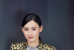 2月23日,张柏芝现身某品牌活动,身着豹纹西装张扬惹眼。