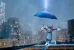"""由华纳兄弟影片公司出品的《猫和老鼠》(Tom & Jerry) 大电影发布""""天生一对""""版预告,新一轮的猫鼠大战爆笑上演,撸猫高手杰瑞大银幕展现花式逗猫技艺,招招不带重样的,全程爆笑!电影即将于明日元宵节欢乐上映,该片作为汤姆、杰瑞首登中国电影院的重磅力作,将以中文配音版本及搭配中文字幕的英文原声版本和观众见面,超级适合全家老小一起观影,预售现已全面开启,快购票锁定全家出动的元宵节玩法吧!"""