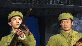 电影《长津湖》主创集体亮相 鸣枪致敬志愿军烈士