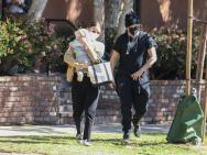 华金·菲尼克斯夫妇出街 5个月儿子瑞凡正面照曝光