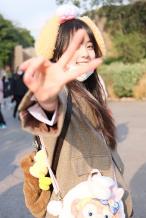公主回家!欧阳娜娜穿JK制服 拍元气迪士尼写真