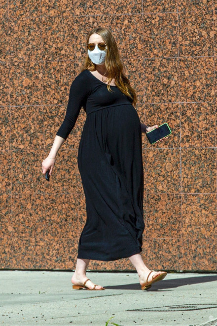 「石頭姐」艾瑪·斯通升級當媽 嬰兒性別尚未公開