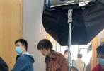近日,由王学博(《清水里的刀子》)的电影《一帆风顺》(原名《倒戗刺》)在重庆复拍,主演井柏然、李蔓瑄,导演王学博、制片人顿河等主创人员亮相开机仪式现场。