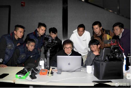 《【杏鑫娱乐平台代理】成龙庆祝67岁生日 透露腰伤已恢复为新片做准备》