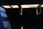 4月8日,王嘉尔登封《卷宗 Wallpaper*》四月刊封面大片发布。封面照中,嘎嘎身穿无袖背心,秀出优越的肌肉线条,慵懒的倚靠在沙发上,光影映射出他精致的五官。
