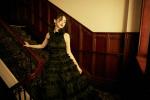 Angelababy曝时尚活动大片 黑玫瑰造型优雅古典