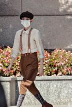 王源《1921》报童造型展纸片人身材 角色引猜测