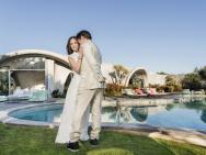 小唐尼夫妇拍摄恩爱写真 解锁位于马里布奢华私宅