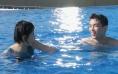 张子枫吴磊泳池甜蜜戏水 《盛夏未来》曝夏至视频