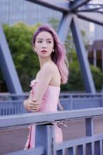 宋茜出席活动 粉色长发樱花珠光人鱼高定裙吸睛