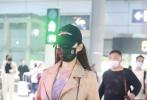 5月8日,郎朗妻子吉娜现身长沙机场,她身穿卡其色皮夹克,头戴黑色棒球帽,亲和力满满。这是她产后三个月首现身,身材已恢复如初。