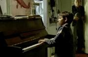 佳片有约《钢琴小神童》推荐片段:初现端倪的天才钢琴少年