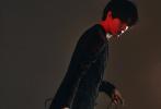 5月10日,韩美娟拍摄《ELLEMEN新青年》时尚大片曝光。这组双性大片展现了他的多面魅力。韩美娟的女装造型身穿黑色高开叉短裙,踩高跟鞋长发浓妆出镜,造型大胆,气场十足。男装造型,黑色西装内搭黑白花色衬衫,禁欲有型;黄色无袖背心凸显元气活力。