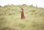 5月11日,工作室发布了一组华晨宇爱尔兰写真。照片中,华晨宇置身于旷野之中,身披灰色毛巾,闭眼感受微风吹拂,潇洒慵懒范儿十足。升级为奶爸后,更添温柔气质,整组大片治愈的氛围,宁静又美好。