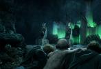 """由彼德·杰克逊执导的全新4K重制版《指环王三部曲》终结篇《指环王:王者无敌》已定档5月14日登陆全国2D/IMAX/中国巨幕/CINITY影院。片方发布影片的中文预告,同时也宣布影票预售正式开启。经典传奇系列之作迎来史诗终章,同时系列前两作《指环王:护戒使者》、《指环王:双塔奇兵》也仍在全国影院热映,粉丝及影迷们可以借机""""马拉松三部连看"""",一次性解锁中土世界的恢弘震撼!"""