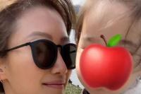 谢霆锋2岁外甥女曝正面照 发色金黄脸圆润超可爱