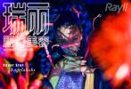 5月19日,Angelababy拍摄的《瑞丽》第600期封面发布。时尚大片以潮流的Y2K风格为灵感,带领大家进入高饱和度色调的荧光秘境中。