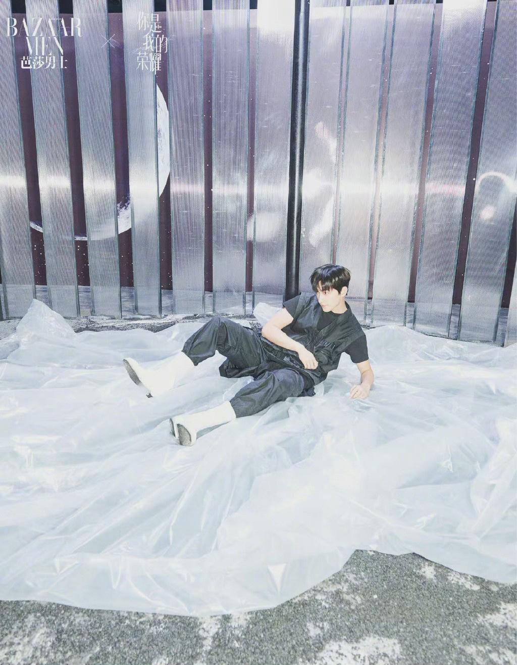 《【杏鑫平台主管】杨洋发布黑白光影封面大片 冷冽有型展帅气姿态》