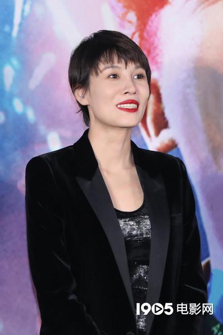 《超越》首映妻子苗苗直呼心疼 主演郑恺台上落泪