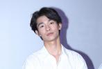 6月11日,电影《了不起的老爸》在上海举行路演,导演周青元携主演王砚辉、张宥浩、龚蓓苾亮相映后见面会,与到场观众就影片创作进行了交流。